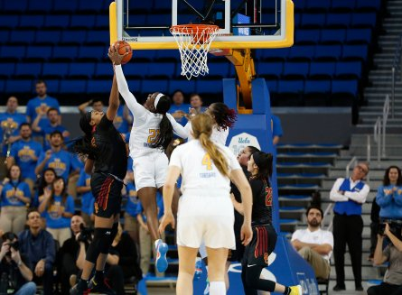 Michaela Onyenwere blocks Angel Jackson. Maria Noble/WomensHoopsWorld