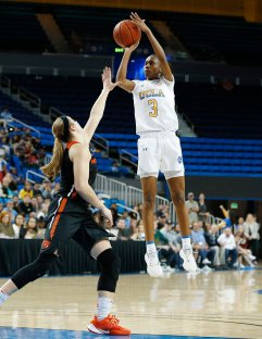 Kiara Jefferson rises to score. Maria Noble/WomensHoopsWorld.