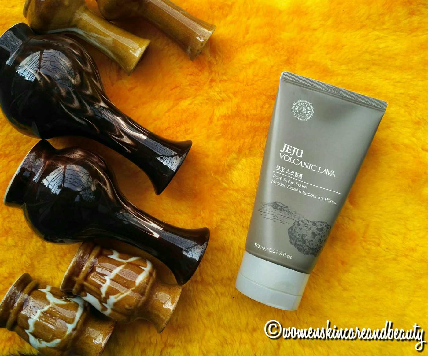 The Face Shop Jeju Volcanic Lava Pore Scrub Foam