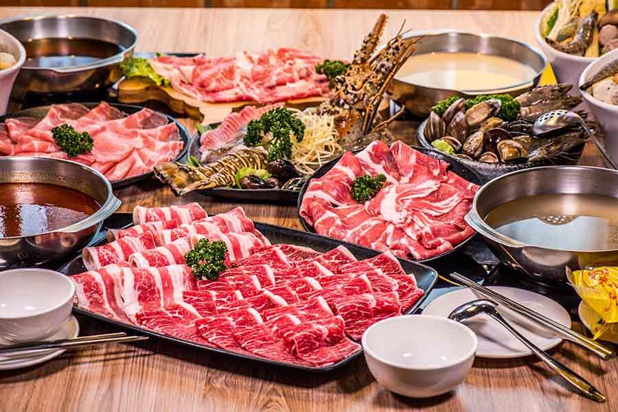 【萬華美食-樂崎火鍋】萬華區東園街,超人氣鍋物新開分店,澎湃的雙人海鮮套餐,還有肉質細嫩的熟成牛肉,值得一訪再訪