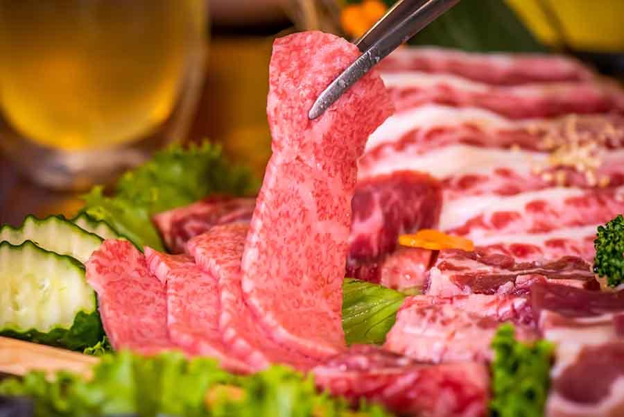 【西門町- 喜多肉和牛燒烤】超推「豪華極盛拼盤」、和牛沙朗心牛排,入口即化的口感,跟在日本吃的一模一樣!