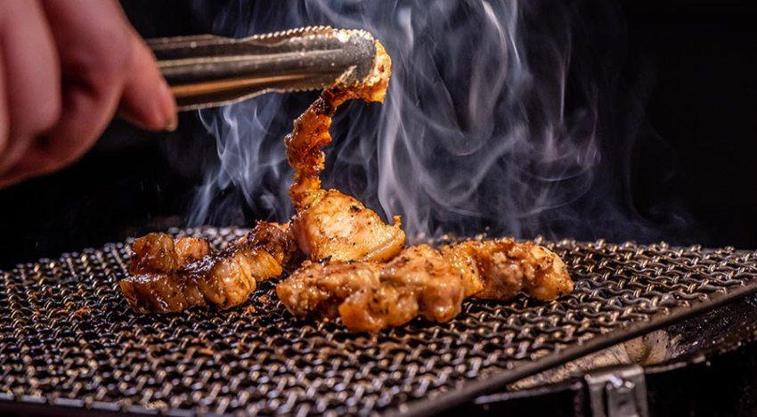 蘆洲燒烤吃到飽美食【牙打燒肉】以「尚青」的嚴選食材搶攻顧客味蕾,身懷絕技的創辦人,用精湛烤功傳遞「台式燒肉」精神!