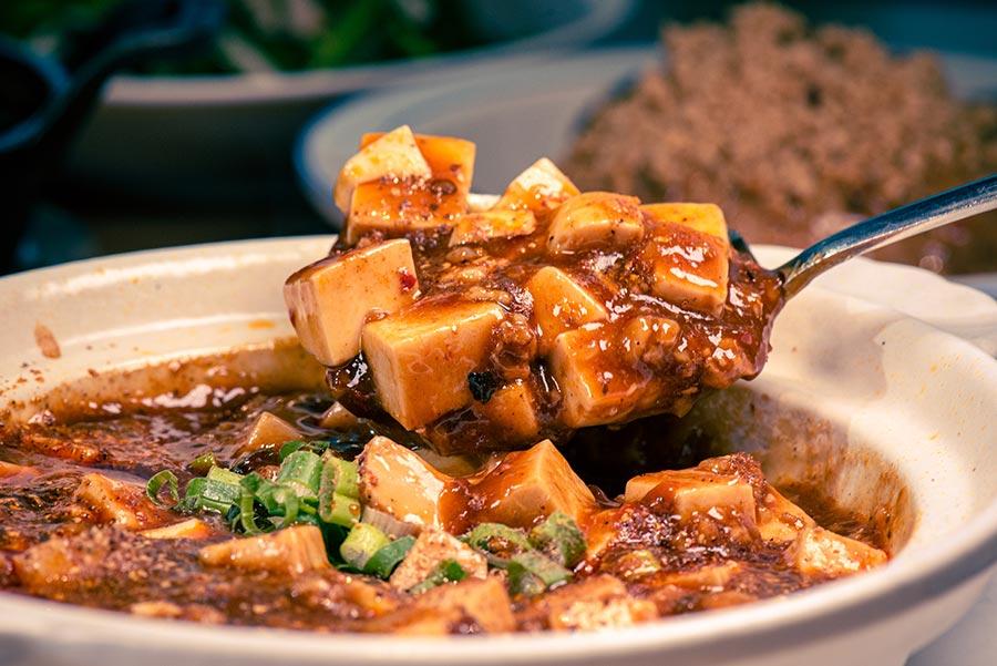 新北耶誕城餐廳推薦!看完妙妙貓來「開飯川食堂」,大人小孩都愛吃的下飯料理、鮮香麻辣川菜首選