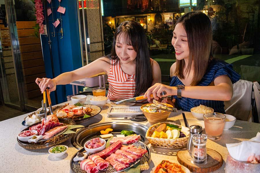 台北燒肉餐廳提倡新燒烤文化「四時輕燒肉」,結合法式料理「舒肥」及「油封」概念,低溫慢烤出食材新滋味