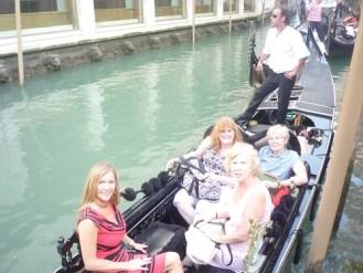 women on tour of italy