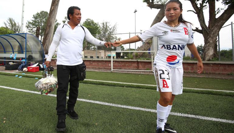 Alianza-FC.-Jugadora-Mima-Molina-vendedor-ambulante-deporte-futbol30-770x438