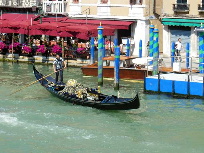 Venedig 12 Gondoliere am Canal Grande