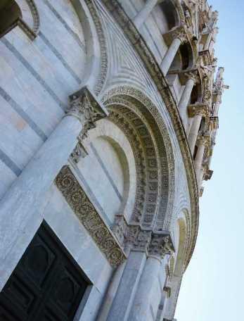 pisa-7-taufkirche-detail-1