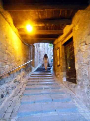 Bolsena 26 - Aufgang zur Burg und Oberstadt
