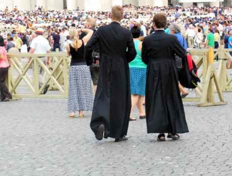 Rom - Vatikan 16 - Geistliche bei Generalaudienz