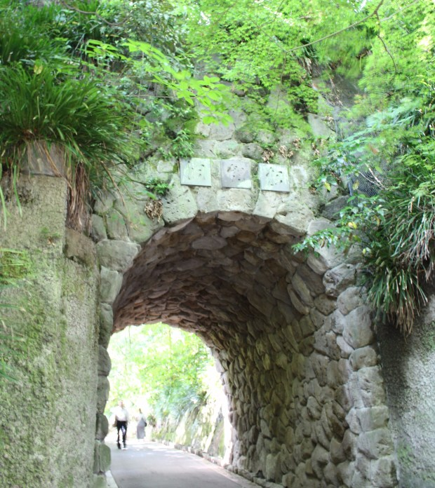Gate to Kamakura Bungakukan