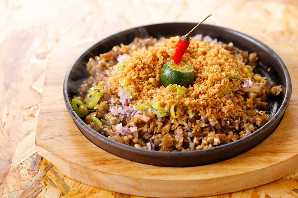 the-coconut-club-sisig