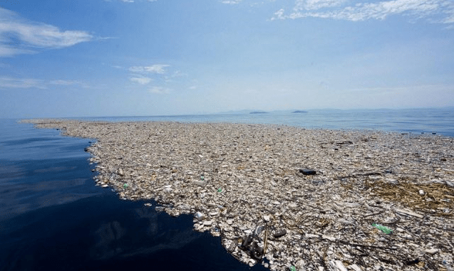 Isla de plástico en el Pacífico. Superficie estimada de 1.6 millones de km2