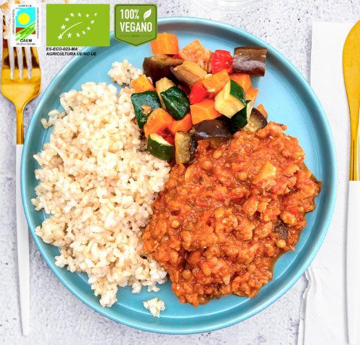 Ragout vegano alto en proteinas con verduras de temporada y arroz integral