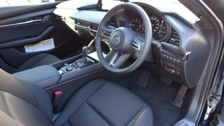 【Mazda3 15Sのファブリック内装】も良い!PROACTIVEとの違いは?