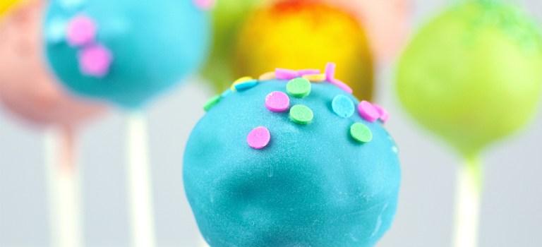 Bunte CakePops – weil alles am Stiel einfach besser schmeckt