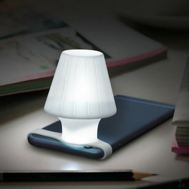 Travelamp Transforms Your Smartphone Into Night Light 3