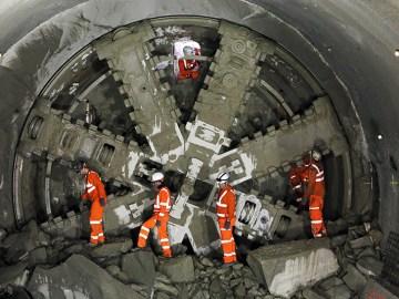 Underground boring machine