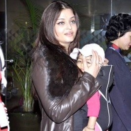 Aradhya Bachan looking out at the world from between mother Aishwarya Bachchan's hands.