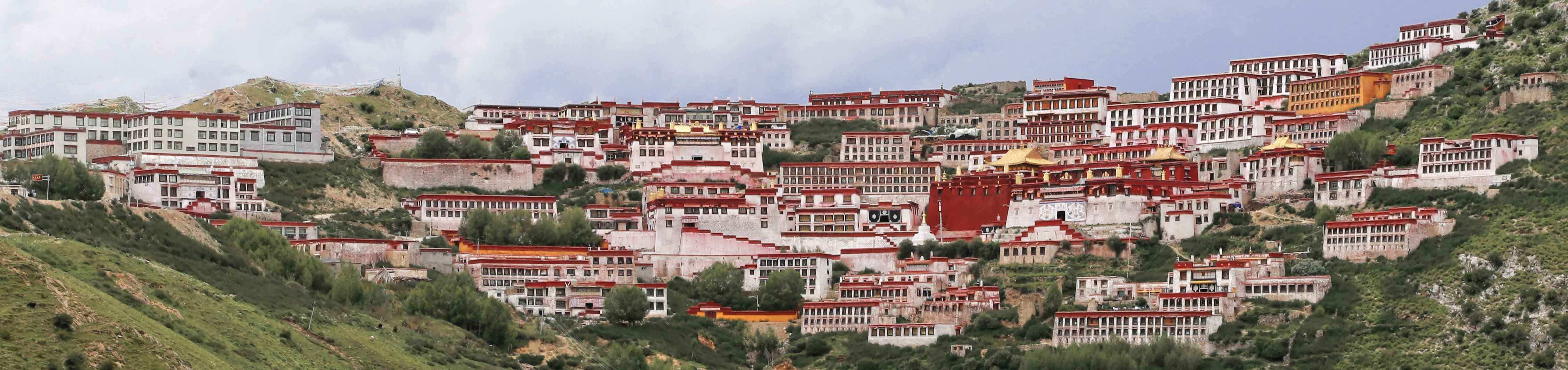 Panoramic view of Gangen Monastery in Tibet