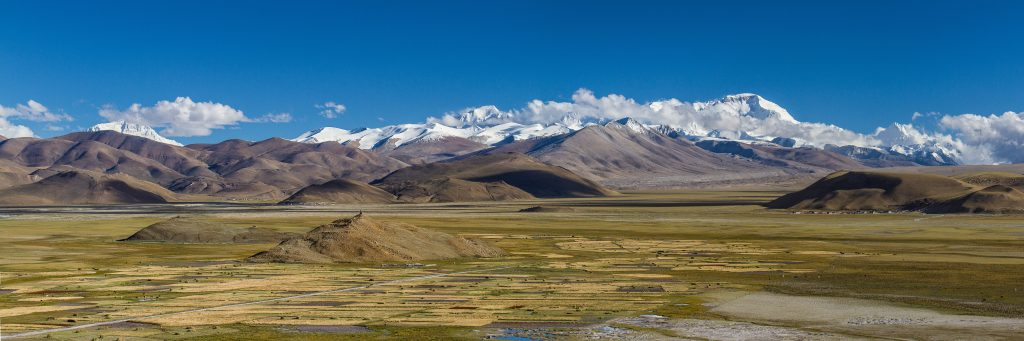 View on Everest and Himalayan range in Tibet