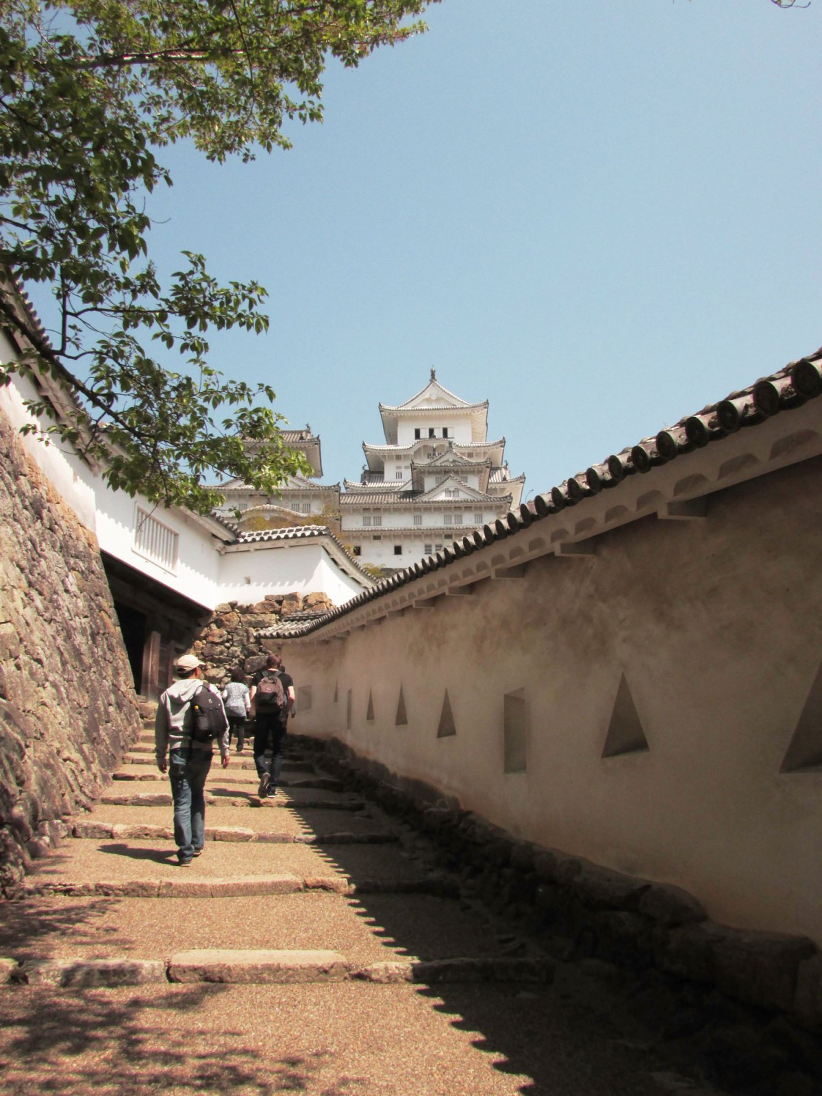 The walk up to Himeji castle from the grounds - How to visit Himeji Castle in a day