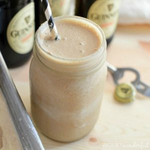 Guinness Floats - St Patrick's Day Recipe - Guinness Extra Stout and Bailey's Ice Cream - wonkywonderful.com