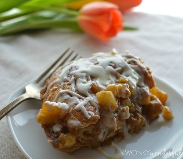 Glazed Apple Fritter Breakfast Casserole made with Musselman's Apple Butter, Croissants and Apples. Great Brunch Recipe! wonkywonderful.com
