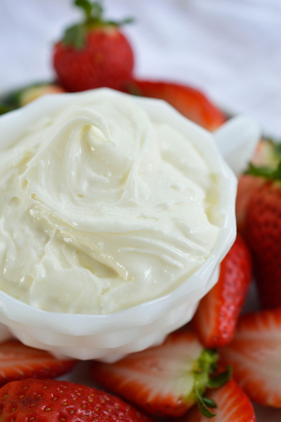 Marshmallow Fluff Fruit Dip - This easy dip recipe is made with 3 ingredients! Marshmallow Fluff, Cream Cheese and White Chocolate. An amazing dessert made in less than 5 minutes!