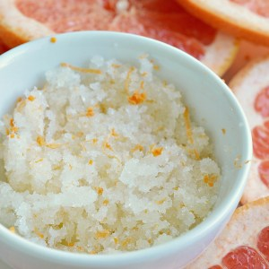 Get ready for flip flop season with this Grapefruit Sea Salt Body Scrub Recipe! This diy scrub is simple to make and smells divine. A natural homemade skin care product made with sea salt, coconut oil, grapes oil and grapefruit essential oil.