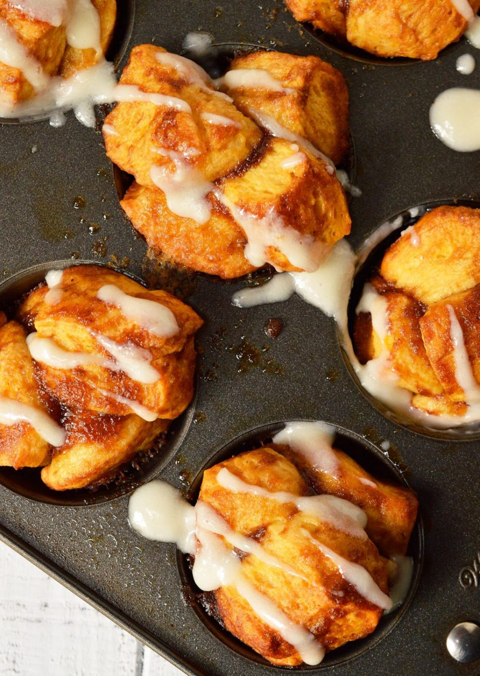 Need an easy breakfast recipe that will feed your hungry crowd? TheseMonkey Bread Muffins are made with just 4 ingredients and take no time at all! Like sticky buns with a cream cheese glaze without all the hassle.