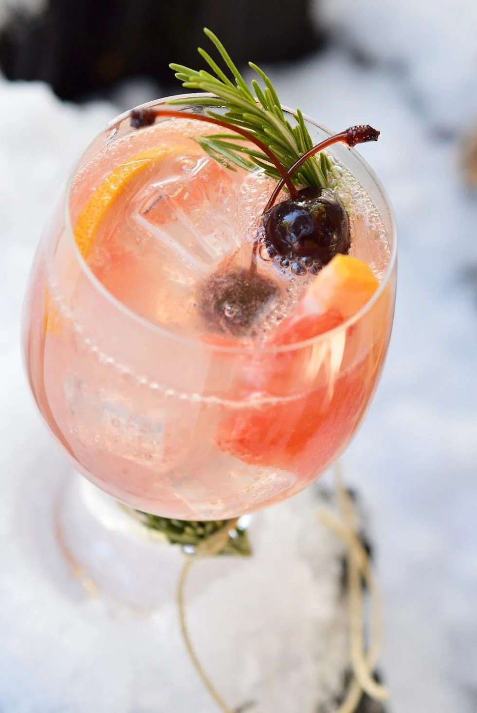 Celebrate snow days with thisGrapefruit Vodka Cocktail recipe. This winter cocktail is bold, refreshing and perfect for a snowy picnic!