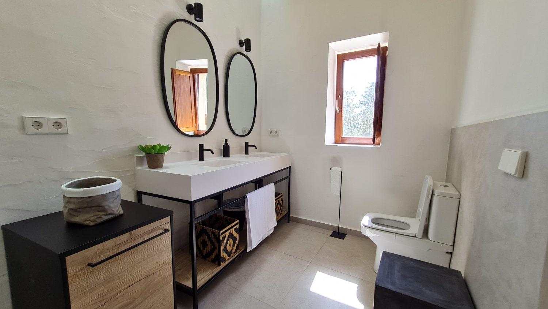 bath_Standard_room-min