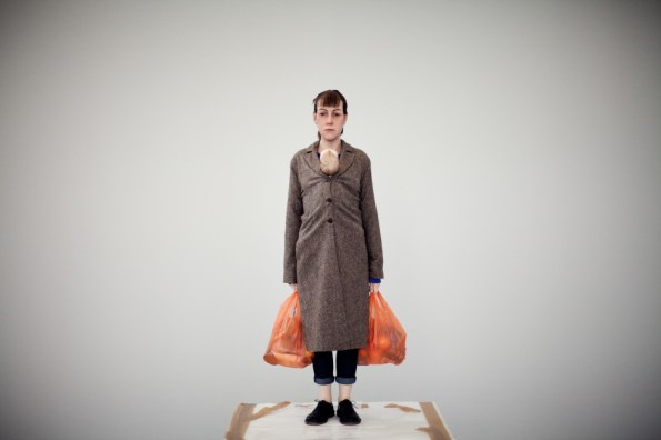 Ron Mueck - Woman with shopping - crédit Thomas Salva - Lumento