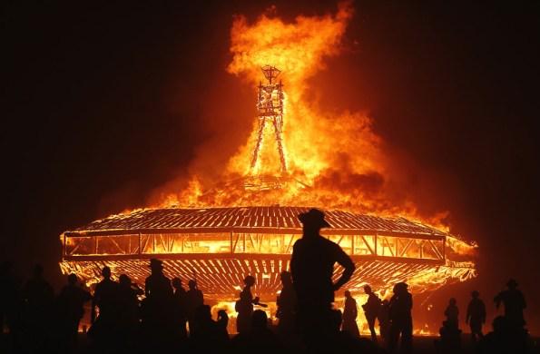Burning man - crédit photo Jim Urquhart - Reuters