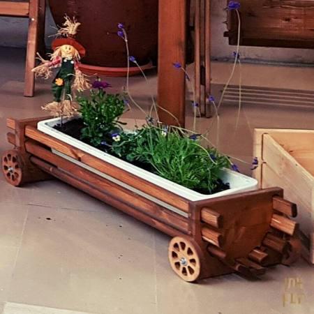 אדנית פסים עץ עם גלגלים