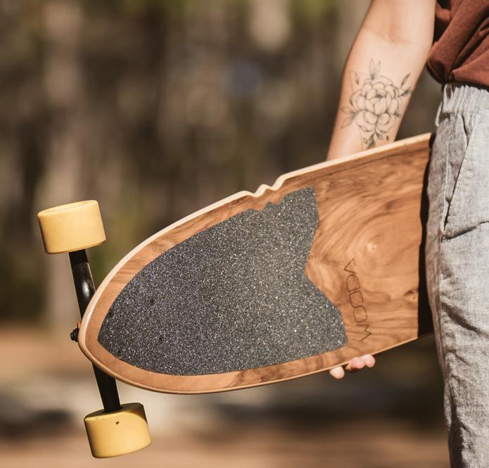 Planche de skateboard de type longboard en bois