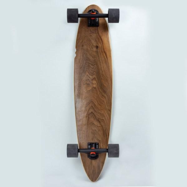 Longboard en bois vue du dessous