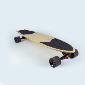 Longboard en bois clair