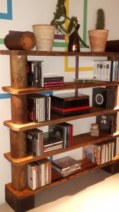 CD-Regal aus Paletten - Einzelteilen und Zaun-Palisaden