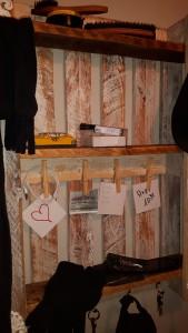 Garderoben-Regal aus Einweg - Palette