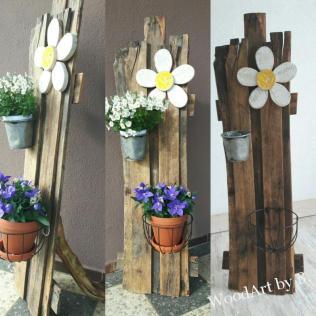 Fröhlicher Blumenständer aus Altholz