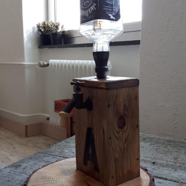 Whisky Spender aus Altholz