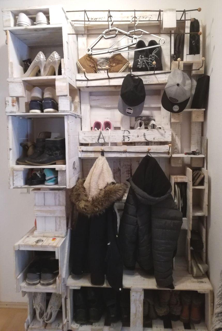 Garderobe aus Einwegpaletten