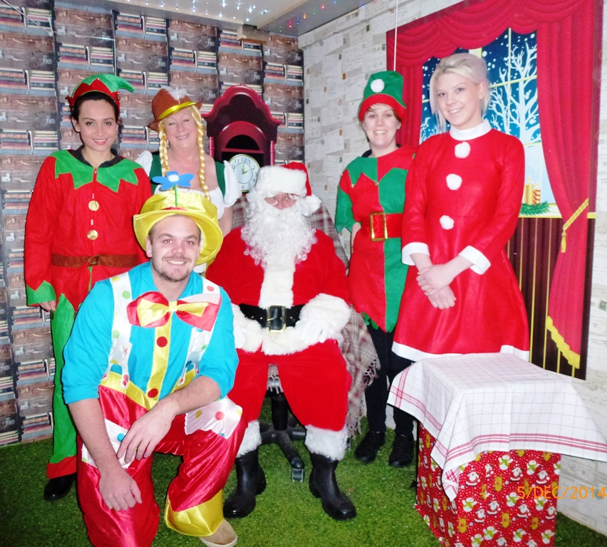 elfs + santa in grotto (6) web
