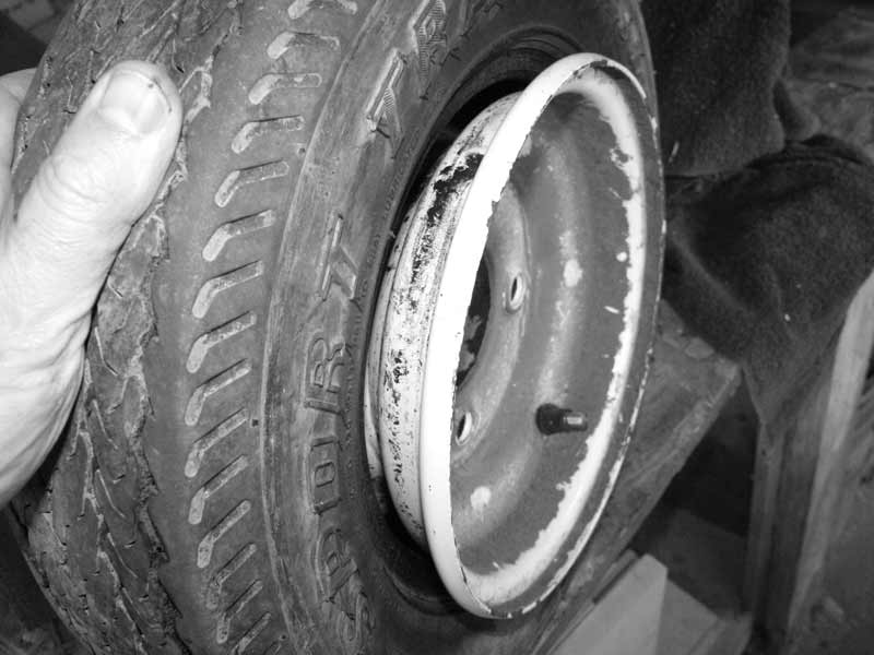 Split-fire wood splitter flat tire - tubeless