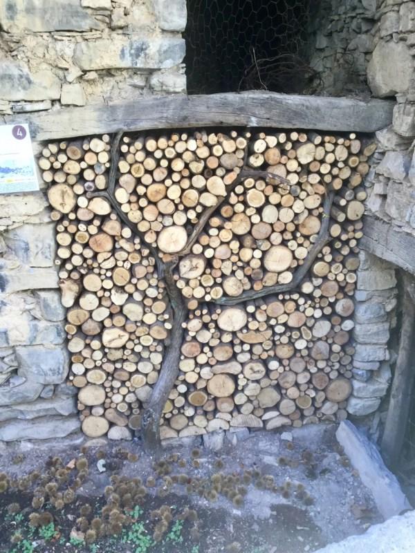 Tra le cataste di legna arde la fantasia in Val di Muggio