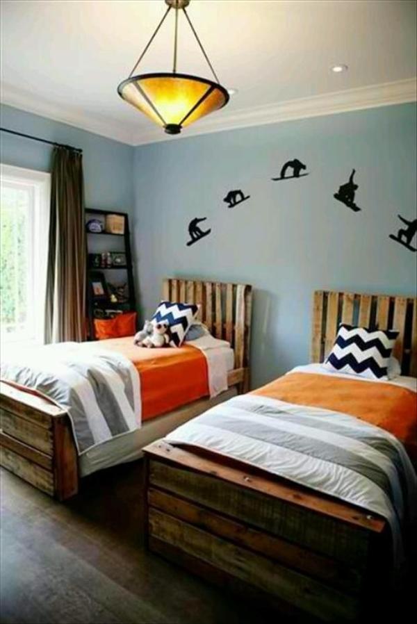 10 DIY Beds Made Out of Pallets | Wooden Pallet Furniture on Bed Pallet Design  id=17998