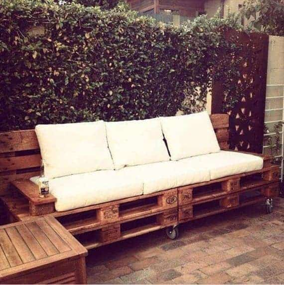 wooden-pallet-sofa-with-wheels-with-white-cushions