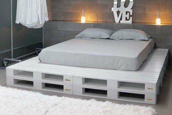 white-pallet-bed